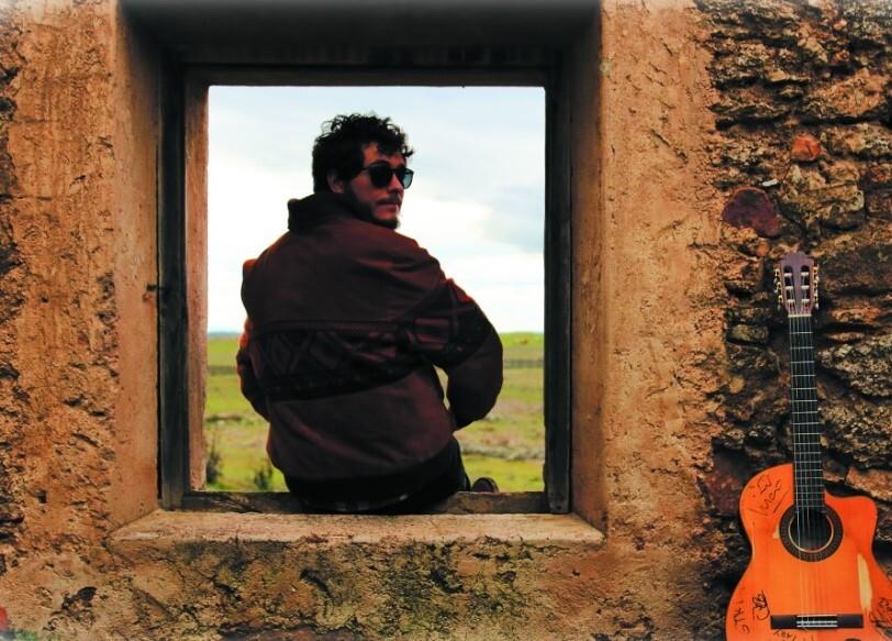 Dario con guitarra